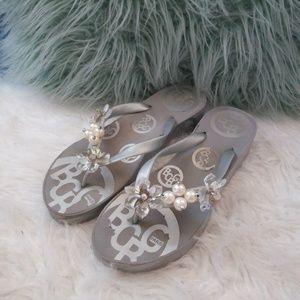BCBG Size 10 Gray Silver Beaded flip flop sandals